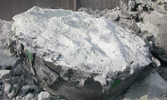 Air-cooled slag disintegration during cooling.